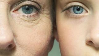 隨著年齡向上增加,皺紋、白頭髮等也擋都擋不了,不過現在科學家宣稱老化過程或許可以逆轉。