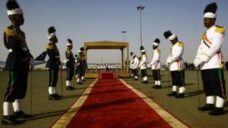 Members of the Sudanese honour guard stand to attention as they wait for the arrival of the Ethiopian prime minister in Khartoum on 2 May 2018
