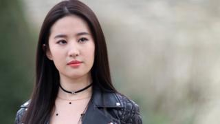 劉亦菲出席巴黎時裝周活動(資料圖片)
