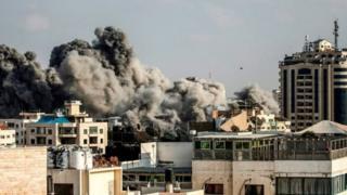 इसराइल ने ग़ज़ा पर हवाई हमले करने का दावा किया है