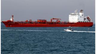 香港註冊的油輪在伊朗的水域附近。