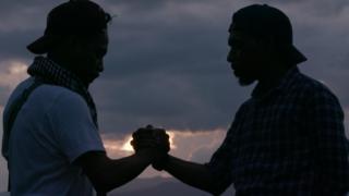 Ronald Regang (kiri) dan Iskandar Slameth di Ambon.