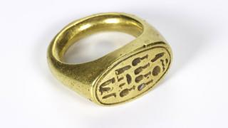 Gold signet ring inscribed with the name of Queen Nefertiti