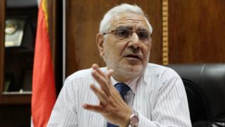أبو الفتوح أثناء حوار صحفي في مكتبة بمقر نقابة الأطباء المصرية في مايو/آيار 2011