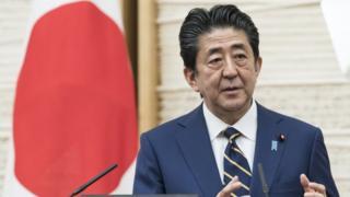 緊急事態宣言について説明する安倍晋三首相(7日、首相官邸)