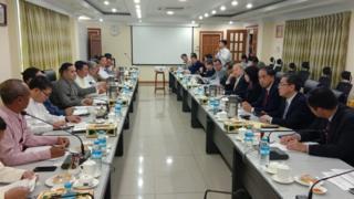 ဆန်တန်ချိန် ၄ သိန်းအထိ တရားဝင်တင်ပို့နိုင်ဖို့ မြန်မာနဲ့ တရုတ် အစိုးရ တာဝန်ရှိသူတို့ ညှိနှိုင်းဆွေးနွေး။