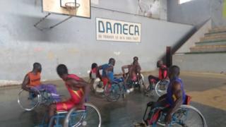 Simplice Lengui Zadanga à l'entraînement de basket.