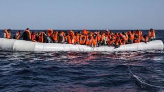 مهاجريون عبر البحر