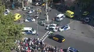紧急救援当局敦促公众远离加泰罗尼亚广场。