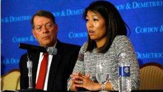 Darp edilen Dr. David Dao'nun avukatlarından Stephen Golan ve Dao'nun kızı Crystal Dao Pepper