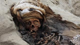 Restos de uno de los 227 niños presuntamente ofrecidos en sacrificio