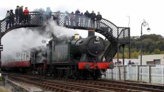 steam train leaving Bo'ness station during its Steam Gala