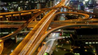 Жизнь в японских мегаполисах не останавливается и ночью - как и работа