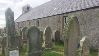 Kirk in burial ground