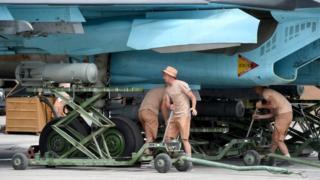 Подготовка российского бомбардировщика к вылету