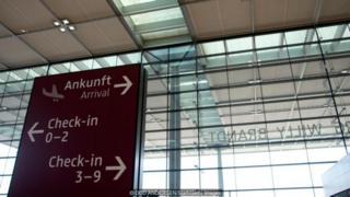 Sân bay Berlin-Brandenburg đã vượt kinh phí hàng tỷ Euro và không biết bao giờ mới khánh thành.