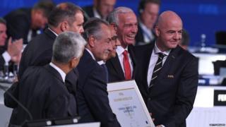 Team USA-Mexico-Canada wit FIFA presido Gianni Infantino
