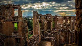 замок Кенилуэрт в Уорикшире