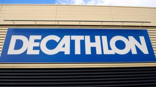 Decathlon sign