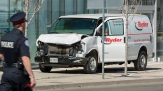 La furgoneta que arrolló a varios peatones el lunes en Toronto.