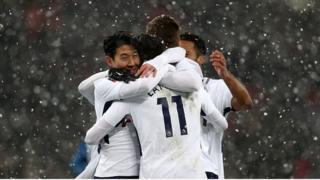 Son Heung-min onye Tottenham na ndị otu ya na-nwe anụrị mgbe o nyere goolu n'asọmpị iko FA.
