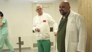 Денис Проценко и другие врачи в больнице в Коммунарке (фото Владимира Комиссарова)
