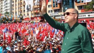 Presiden Erdogan sekarang memiliki kekuasaan yang lebih besar karena juga menguasai parlemen.