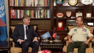 संयुक्त राष्ट्रसंघका उपमहासचिव जँ पिएर लक्रवा र प्रधानसेनापति राजेन्द्र क्षत्री