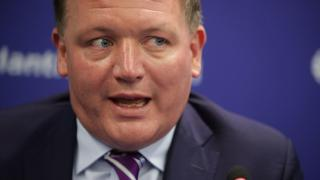 """Le député Damian Collins a dirigé la commission d'enquête sur les """"fake news"""" publiés sur Facebook."""