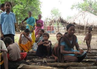 2012 की इस तस्वीर में सारकेगुड़ा गांव के बच्चे