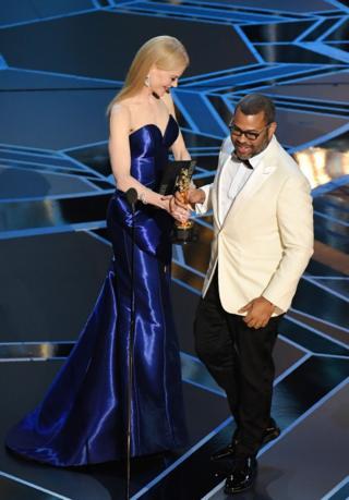 Nicole Kidman presents an Oscar to Jordan Peele