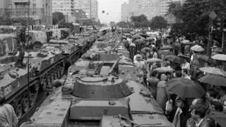 Бронетехника на Новом Арбате 19 августа 1991 г.