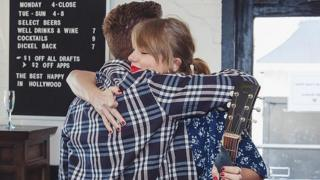 Taylor Swift surprises fans
