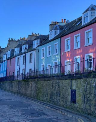 Row of buildings in South Queensferry