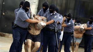 Gangsters da MS-13 em prisão