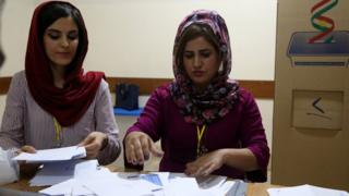 Kurdish electoral officials count votes from an independence referendum in Irbil, northern Iraq (25 September 2017)