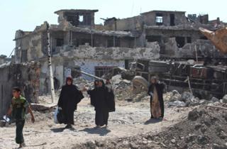 Iraklıların çatışmaların sürdüğü Musul'daki Eski Kent'ten kaçışı sürüyor