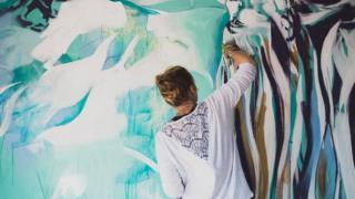 Artfinder artist in action