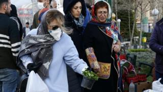 Mike Pompeo Iranian women shop for Nowruz items at a market in Tehran (19 March 2020)