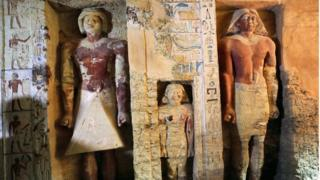 Coloured statues in alcoves inside the tomb