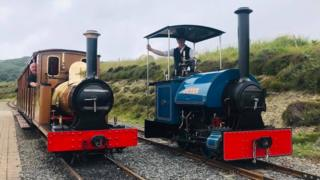 Steam engines Brown Bear and Otter side-by-side