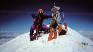Caradog Jones ar gopa Everest