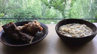 عیدالاضحیٰ اور گوشت کا چولی دامن کا ساتھ ہے۔ بڑی عید ہو اور گوشت نہ پکایا اور کھایا جائے، یہ کیسے ممکن ہے۔ چونکہ تہوار ہے تو کھانا بھی کچھ ذرا ہٹ کے ہونا چاہیے۔