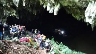 이들은 폭우로 물이 불어나면서 길이 막혀 동굴 안에 갇힌 것으로 추정된다