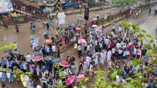২০১৮ সালের ওই ঘটনায় দুই কলেজ শিক্ষার্থীর মৃত্যুর পর ঢাকার বিভিন্ন স্কুল-কলেজের শিক্ষার্থীরা কয়েকদিন ধরে শহরটিকে বিক্ষোভে অচল করে রাখে