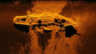 Sonar image of a shipwreck on the ocean bed