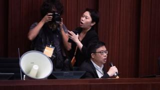 涂谨申担任主席的法案委员会获泛民主派议员支持,但不获建制派议员承认。