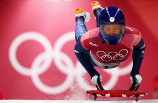 Lizzy Yarnold competes