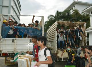 แรงงานพม่าทยอยเดินทางกลับประเทศ