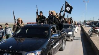 Islamic State militants in Tal Abyad, Syria (4 May 2015)